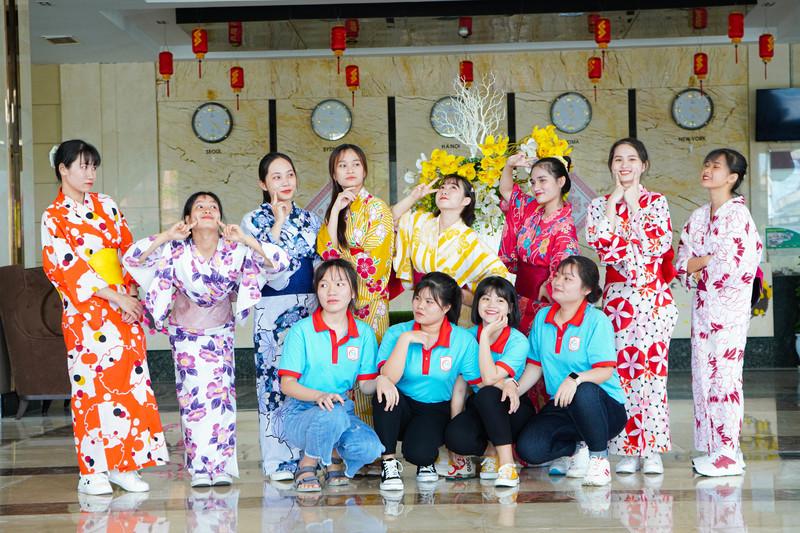 Học sinh Tín Phát đáng yêu trong lễ phục Kimono và Hanbok