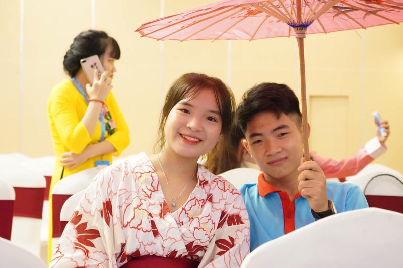 Học sinh Tín Phát trải nghiệm mặc trang phục truyền thống Nhật Bản